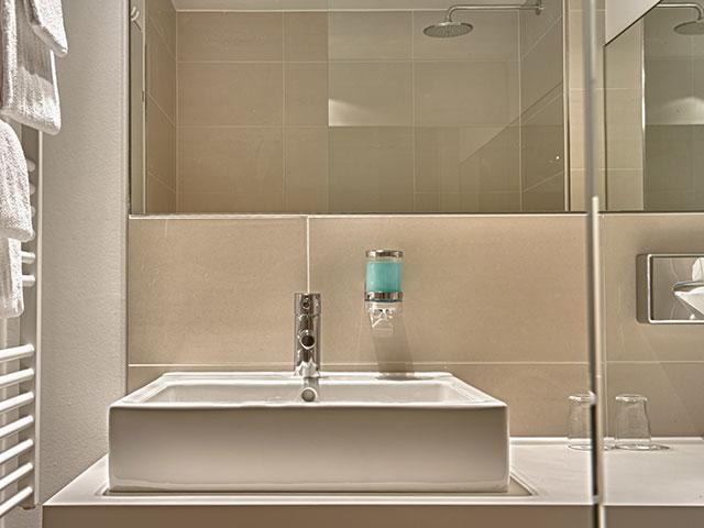 zimmer hotel conti duisburg. Black Bedroom Furniture Sets. Home Design Ideas